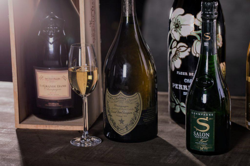Cómo crear canastas de regalo de champán desde cero