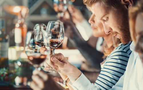 Cata de vinos en grupo