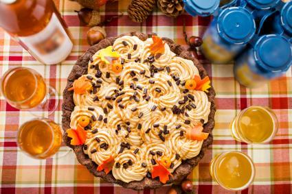 Pastel de crema de calabaza con caramelo salado de chocolate blanco con vino