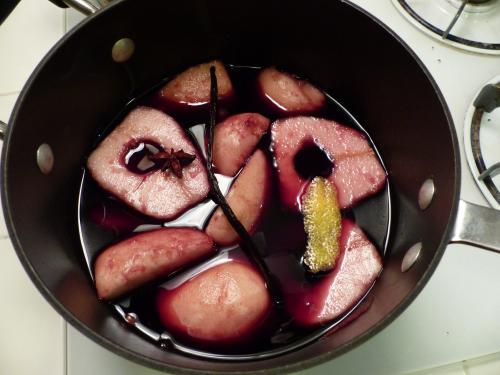 Caza furtiva de peras en vino tinto