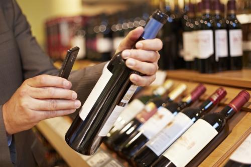 fotografiando una etiqueta de vino
