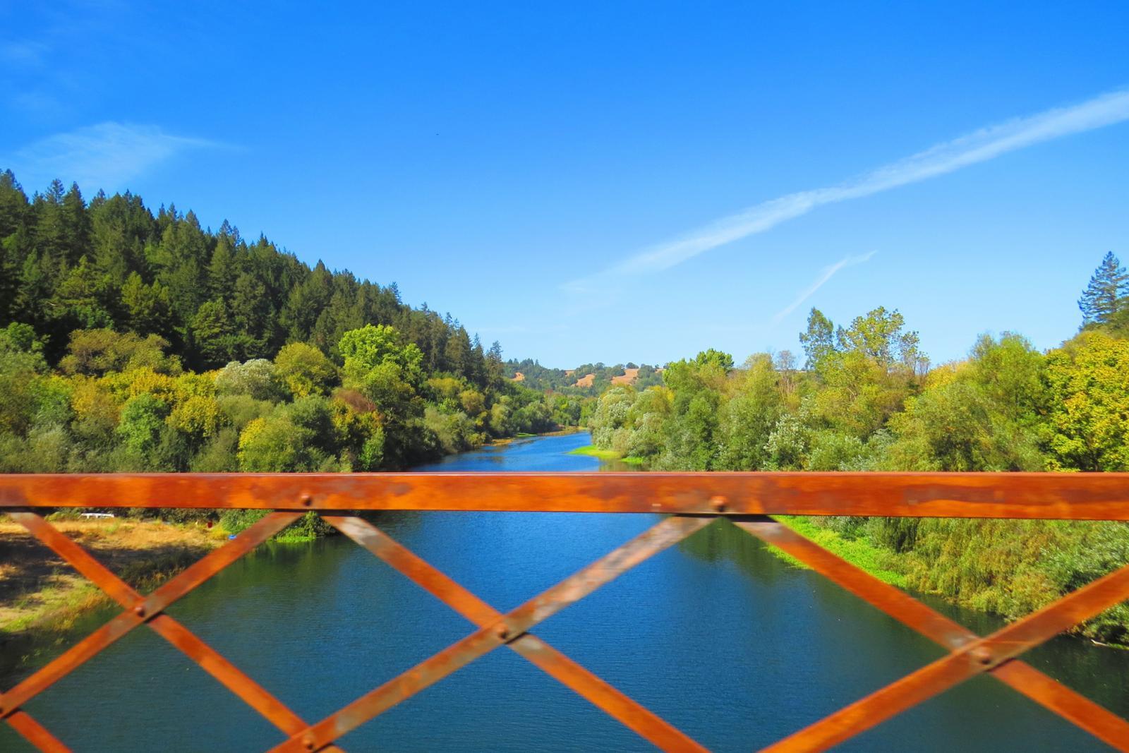 Puente sobre el río Ruso en California