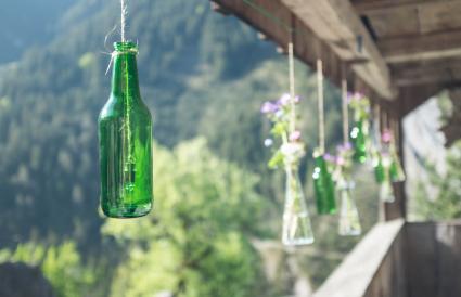 Jarrones y campanas colgantes para botellas de vino