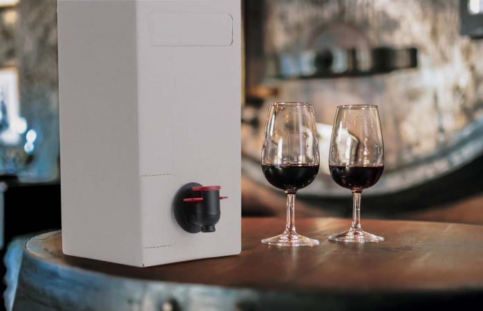 Caja de vino servido