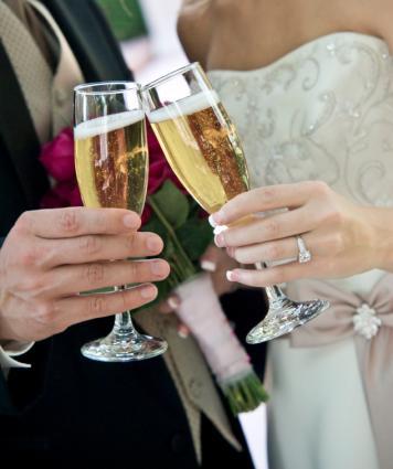 Brindis de boda con champán