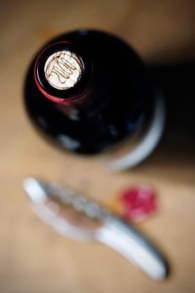 Botella de vino tinto sin papel de aluminio