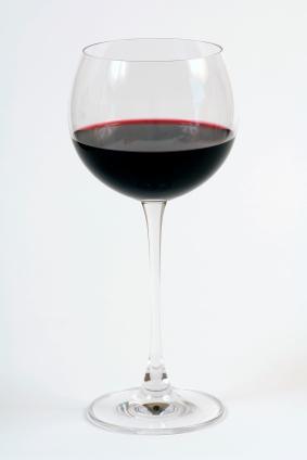 vino tinto en una copa de vino tinto