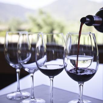 Pequeños vertidos en un evento de cata de vinos.