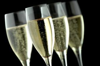 Cuatro copas de champán