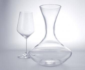jarra de vino y vidrio