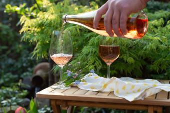Verter vino Merlot blanco