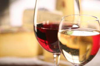 Copa de vino tinto y copa de vino blanco.