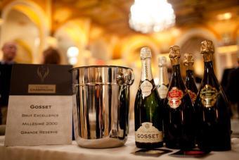 Botellas de champán en la degustación de champán de la Oficina de champán de EE. UU.